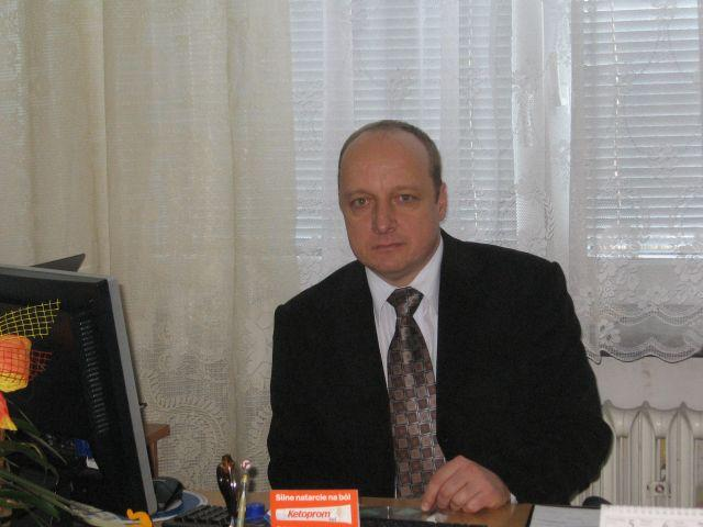 Dyrektor szkoły - pan Wojciech Serwin.