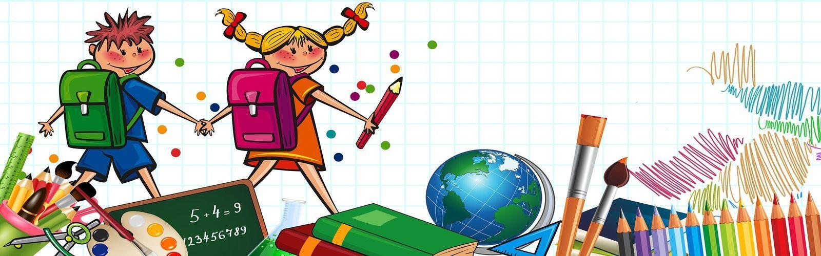 Grafika przedstawia dziewczynkę i chłopca z plecakami. Dzieci trzymają się za ręce. Dziewczynka w prawej ręce trzyma kredkę. Na dole rysunku mamy grafikę przedstawiającą szkolne przybory, między innymi kredki, farby, książki, globus. Tłem rysunku jest zeszyt w kratkę.
