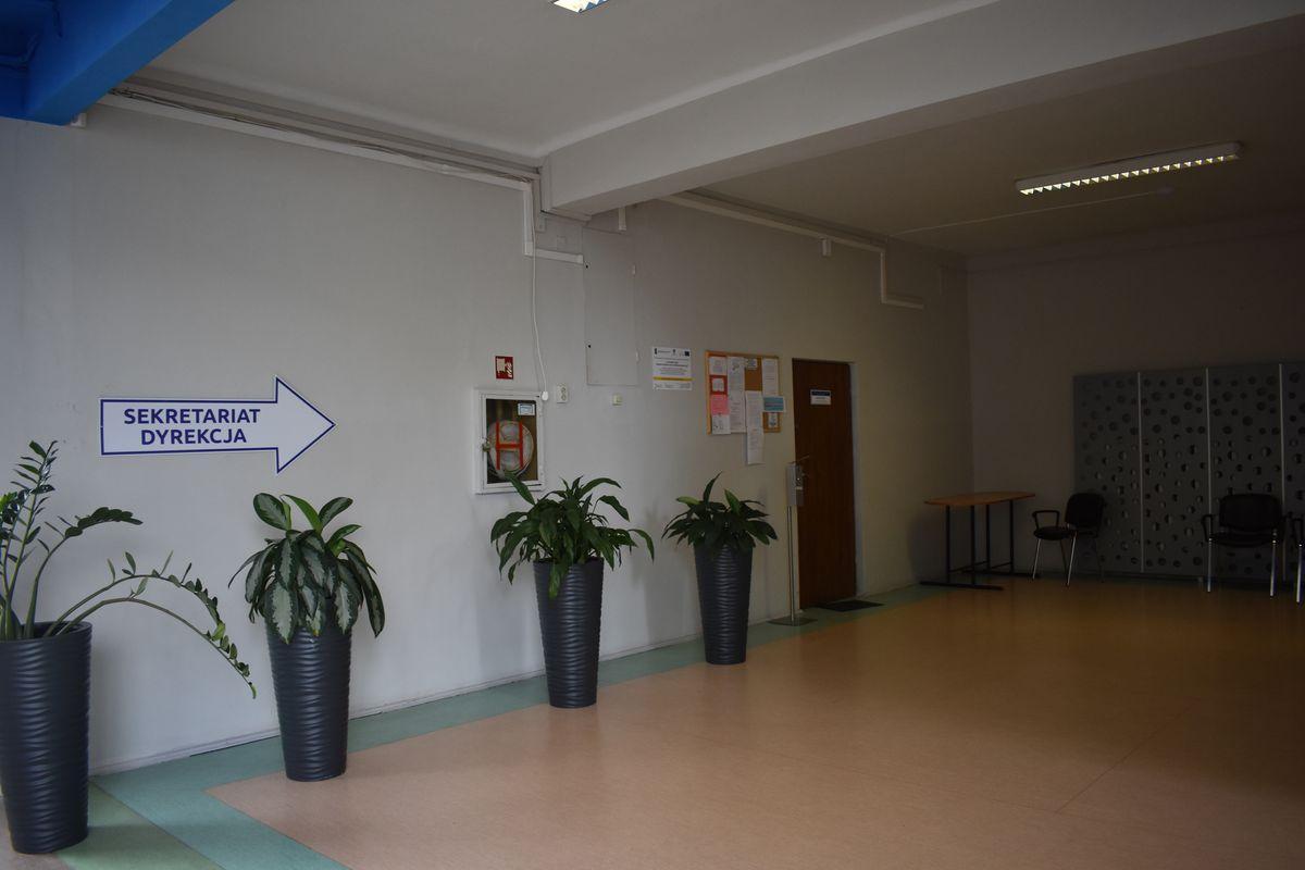 Zdjęcie przedstawia drzwi do sekretariatu.